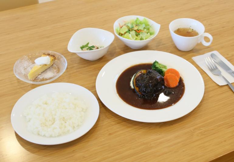 牛ほほ肉の赤ワイン煮(925kcal)