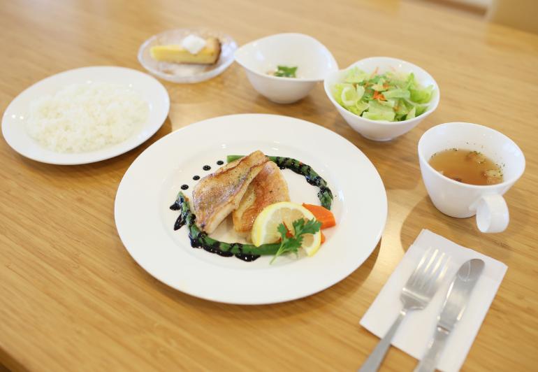 本日の鮮魚料理(743kcal)