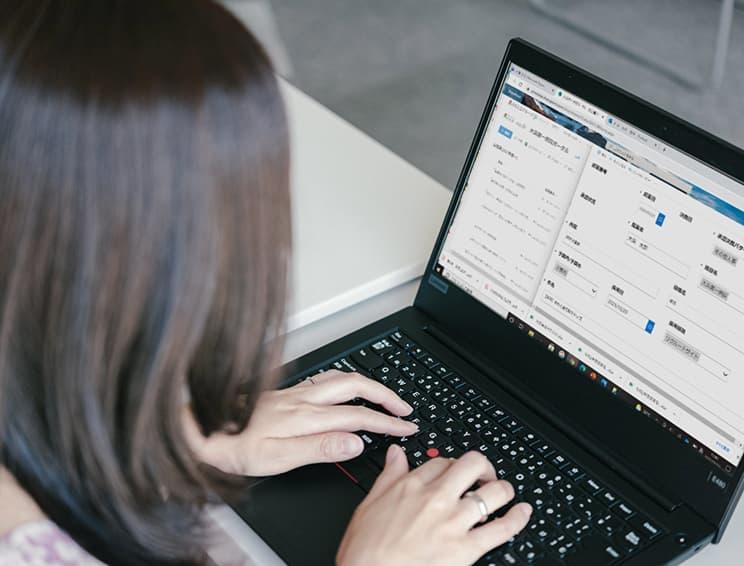 各申請作業や会議室・備品などの予約もオンライン化